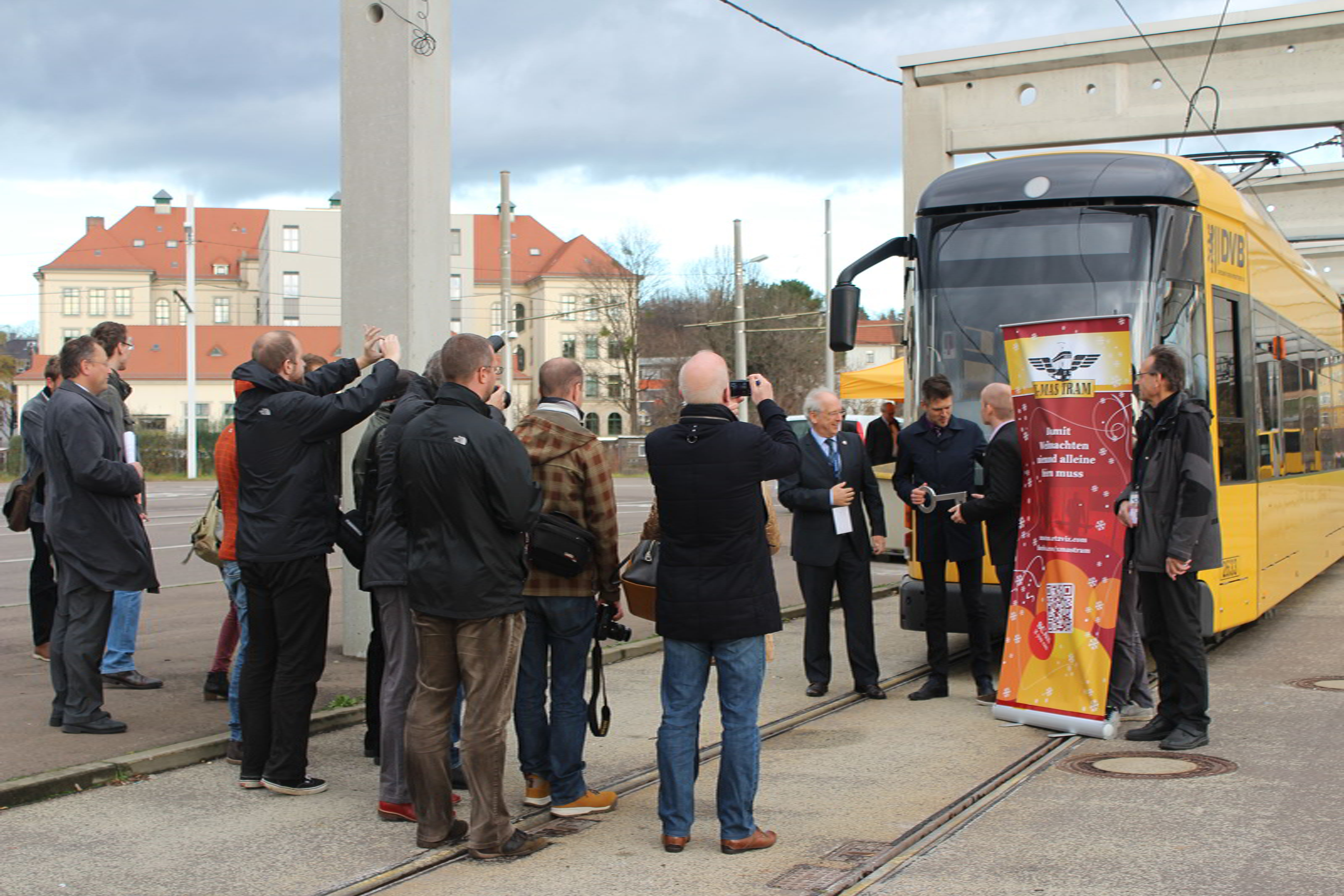 X-MAS Tram verbindet Menschen. KonzeptFuchs unterstützt den Dresdner Verein mit Social Media Marketing.