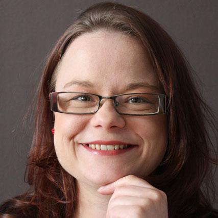 Sandy Asser, Facebook-Expertin